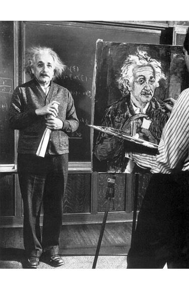 Картинка: Альберт Эйнштейн позирует
