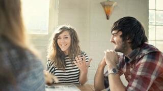 Картинка: Мужчина может внимательно слушать женщину в течение 6 минут